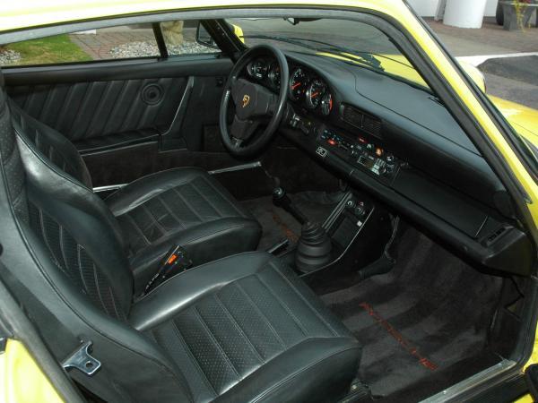 911 SC interior