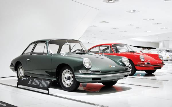 1959 Porsche 754, A prototype for the 911 next to a later 911