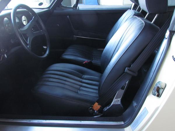 1969 911 Targa 2.2 E interior seen from the drivers side