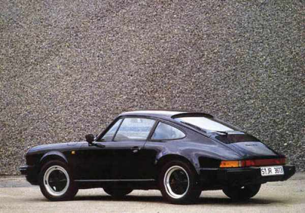 Black 1984 911 Carrera 3.2 seen from the side.