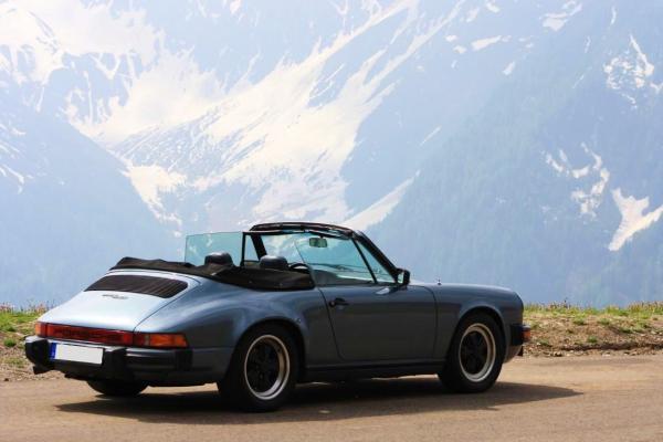 Blue-grey Porsche 911 SC Cabrio
